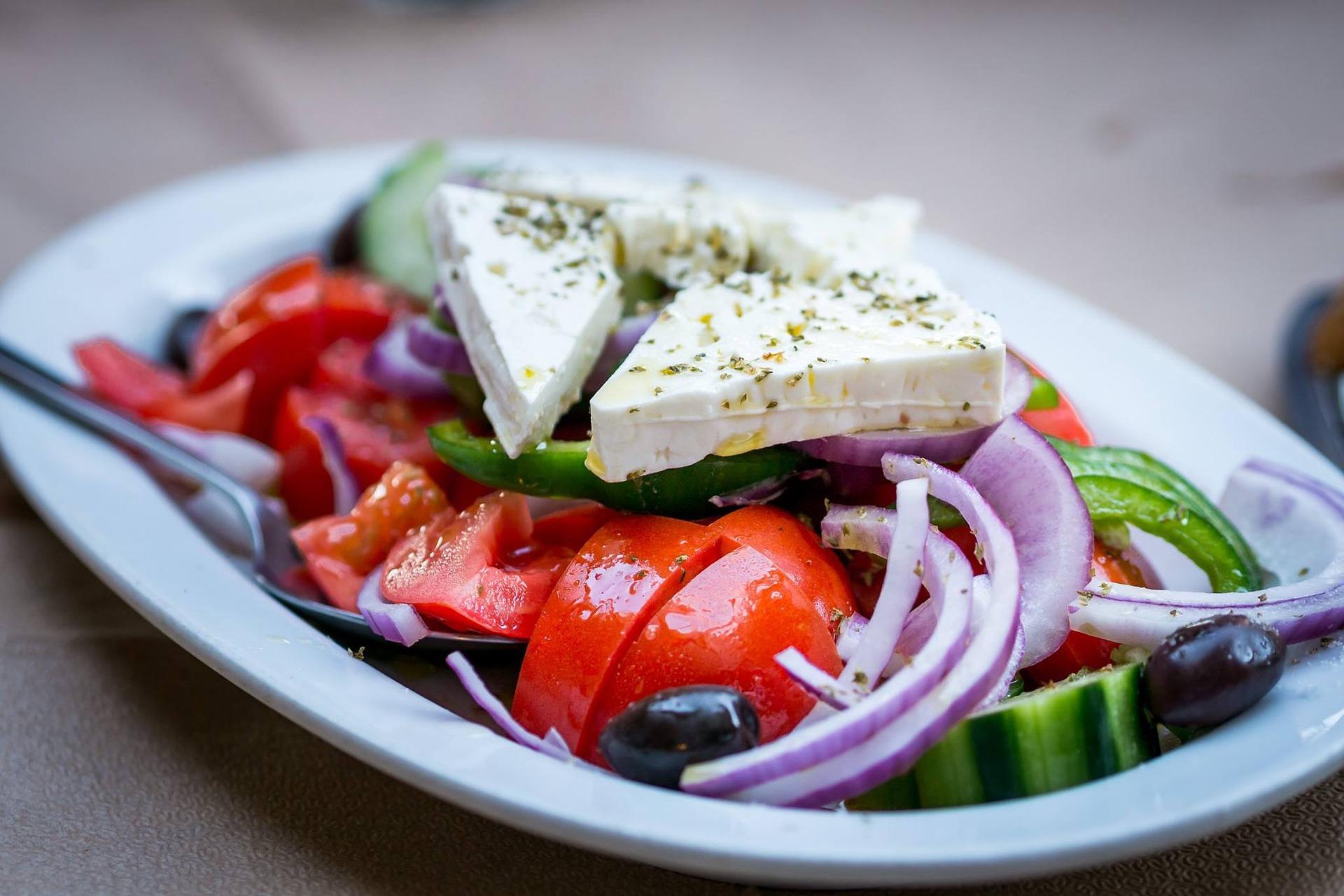 Salata greceasca cu sardine
